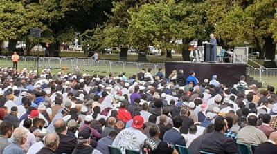 Gamal Fouda, imam masjid Al Noor yang dilanda tragedi, menyampaikan khotbah pada sholat Jumat di Hagley Park di Christchurch pada 22 Maret 2019, sepekan setelah penembakan oleh teroris di Masjid Al-Noor di Christchurch. (Foto: AFP/Al Jazeera)