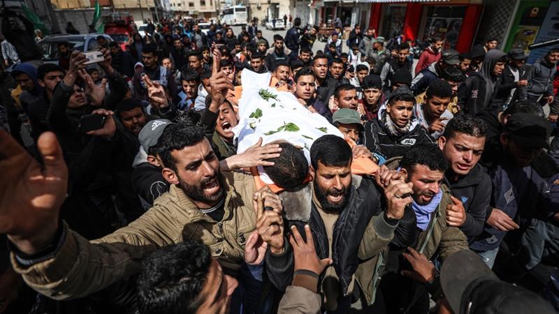Empat warga Palestina terbunuh di Gaza, ketika puluhan ribu orang melakukan aksi unjuk rasa, Sabtu, di sekitar pagar pembatasan yang dibangun Israel. Aksi dilakukan untuk memperingati ulang tahun pertama protes Great March of Return.(Foto: Hak cipta Al Jazeera)
