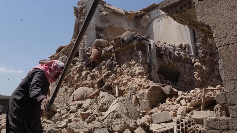 Sejumlah bangunan hancur dan beberapa orang tewas dan terluka akibat serangan Suriah dan sekutunya di Ras al-Ain, di provinsi Idlib pada hari Selasa (7/5). (Foto: Hasan Muhtar-Anadolu/Al Jazeera)