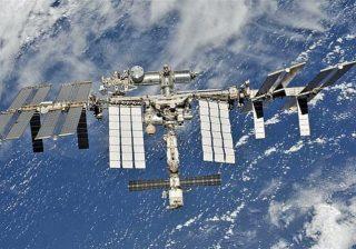 NASA ingin melihat entitas komersial yang mapan untuk menjadi lebih bertanggung jawab atas aktivitas Orbit Bumi Rendah. (Ilustrasi NASA/Al Jazeera)