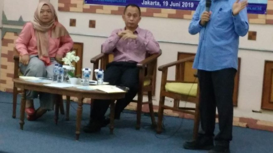 Hendry Ch Bangun, Wakil Ketua Dewan Pers, ketika menyampaikan materi dalam acara sosialisasi pedoman pemberitaan ramah anak, di Hall Dewan Pers, Jakarta, Rabu (19/6). (Foto: mimbar-rakyat.com)