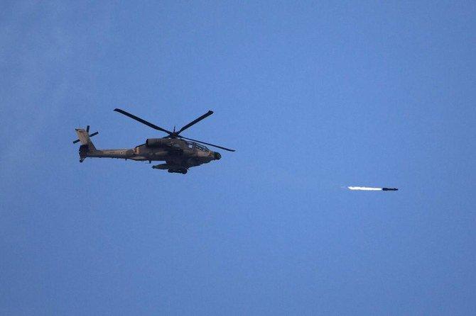 Sebuah helikopter serang menembaki 'tersangka bersenjata' di sepanjang penghalang yang memisahkan Israel dari Jalur Gaza. (Foto: file AFP/Arab News)
