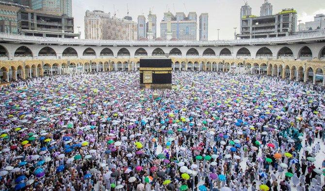 Otoritas Umum untuk Statistik menyatakan bahwa jumlah jamaah yang melakukan haji tahun ini mencapai 2.489.406, terdiri atas 1.385.234 pria dan wanita 1.104.172. (foto: SPA/Arab News)