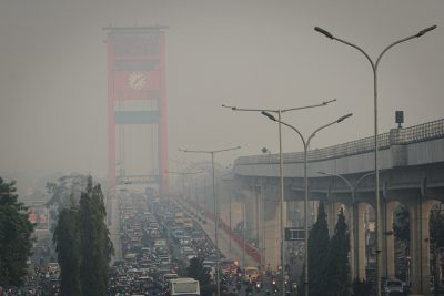 Pemerintah Indonesia telah bersikeras bahwa mereka melakukan semua yang dapat dilakukan untuk memerangi kebakaran. Widodo mengatakan hampir 6.000 tentara telah dikirim ke hotspot untuk membantu memadamkan kebakaran hutan. (Foto: EPA/Al Jazeera)