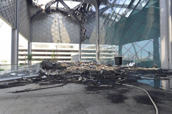 Kebakaran di stasiun kereta Haramain di distrik Sulaimaniyah di Jeddah diseilidiki mulai Senin. Gubernur Makkah, Pangeran Khalid Al-Faisal, melakukan perjalanan ke lokasi itu. (Foto: SPA/Arab News)