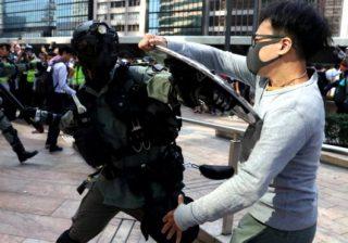 Hong Kong mengalami lonjakan kekerasan. (Foto: Reuters/BBC)