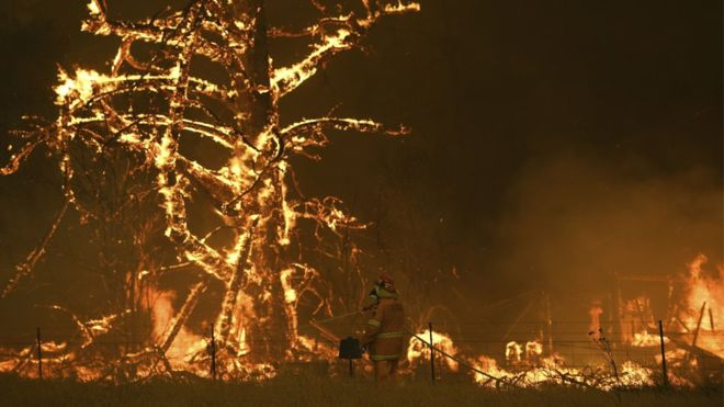 Kebakaran terjadi di sekitar 100 titik. (Foto: PA Media/BBC News)