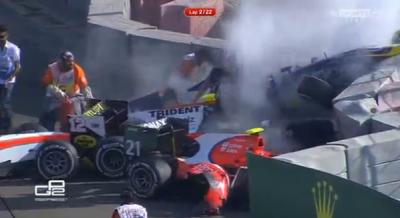 Laga dihentikan akibat kecelakaan pada lap pertama GP2 Abu Dhabi, Minggu malam waktu setempat. (s.sports.net)