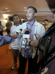 Prasetyo Edy memberikan keterangan kepada media. (arl)