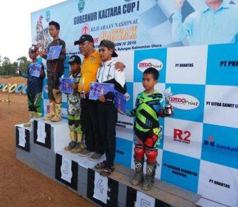Para juara di podium Kejurnas Swallow Grasstrack di Bulungan. (ist)