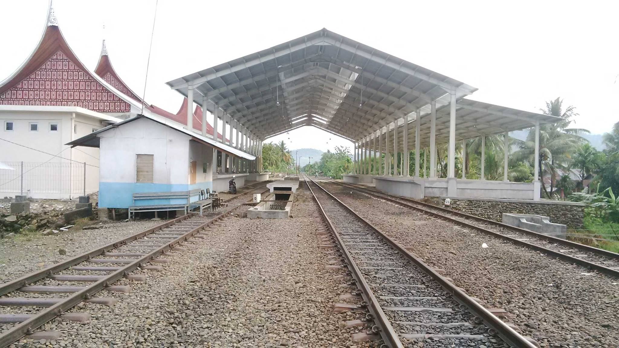 Stasiun Kereta Api Duku, tempat transit penumpang KA menuju Bandara Internasional Minangkabau.