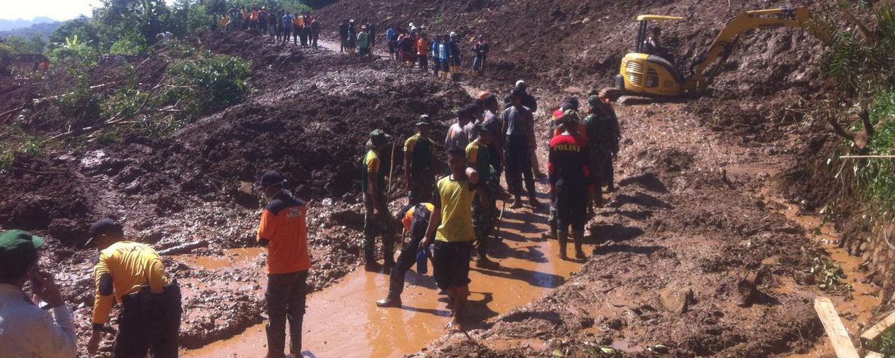 Evakuasi korban longsor di Desa Ciok, Purworejo, Jateng. (Foto:Liputan6)