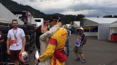 Luapan kegembiraan seorang ibu. Sean dan Ibunda Rini Gelael di Red Bull Ring.  (seangp)