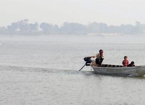 Ilustrasi: Warga Rohingya meninggalkan Myanmar.(Al Jazeera/EPA)