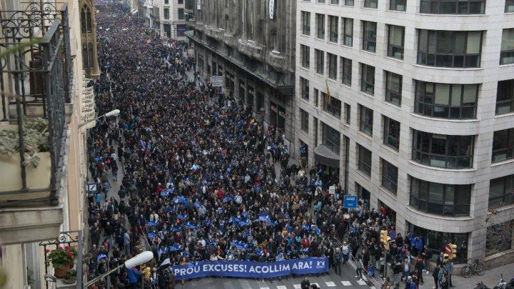 Sekitar 160.000 orang turut berpartisipasi dalam unjukrasa, di Barcelona, Spanyol, menuntut diterimanya pengungsi korban perang dan kerusuhan di Negara asal mereka. (Foto:AFP/Al Jazeera)