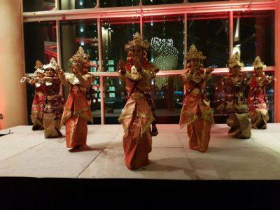 Tarian Indonesia di Qatar.  (bd)