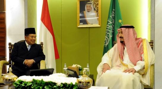 Wapres Jusuf Kalla melakukan pertemuan tertutup dengan Raja Salman, di Hotel Raffles Jakarta, Jumat (3/3) malam. (Foto: http://www.wapresri.go.id)