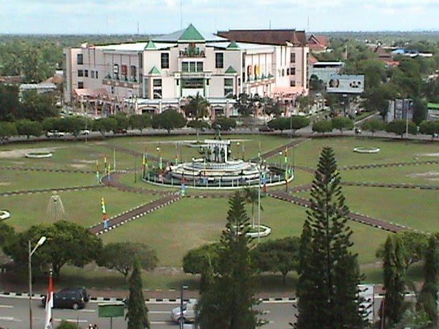 Bundaran di pusat kota Palangkaraya, Kalteng bak Monas di Jakarta.(Foto: SkyscraperCity.com)