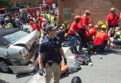 Sejumlah orang mendapat pertolongan pertama setelah sebuah kendaraan melaju ke kerumunan.(Foto: AFP/BBC News)
