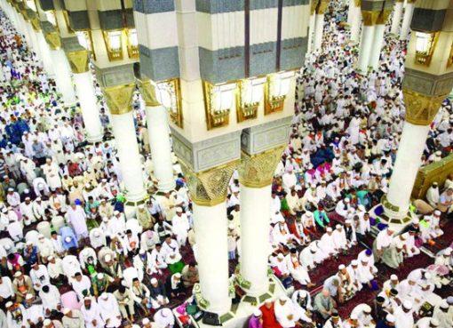 Para jamaah haji melakukan sholag di Masjid Nabawi Madinah setelah melaksanakan rangkaian ritual haji 2017.(Foto:SPA/Arab News)
