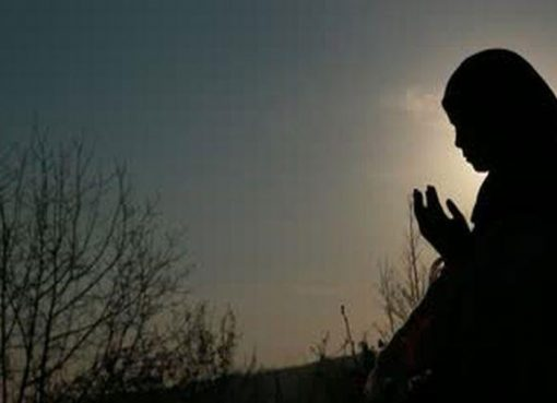 ilustrasi berdoa (karya ummi online.com)