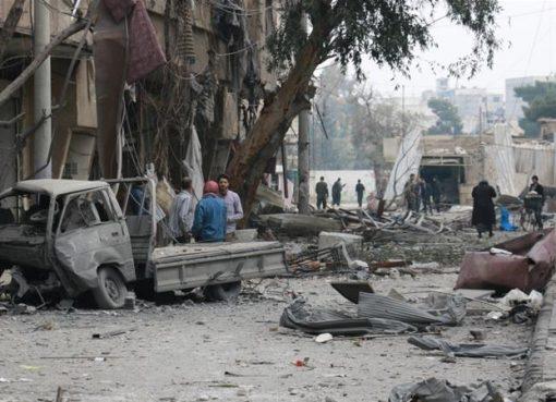 "Tentara Suriah dan sekutunya Rusia telah meluluhlantkan Ghouta Timur, wilayah di pinggiran Damaskus. Namun masyarakatnya tetap optimistis, seperti antara lain dikatakan oleh Ammar Albushi: ""Dunia mungkin tidak terpengaruh oleh penderitaan kita tapi pada akhirnya tidak ada yang suka mati dengan diam."" (Foto: Anadolu/Al Jazeera)"