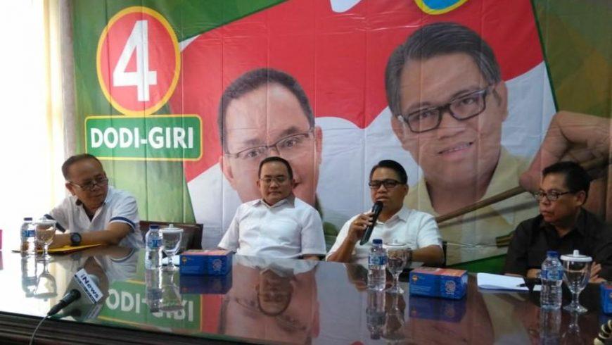 Dodi Reza Alex dan Giri Ramanda Kiemas ketika memberikan keterangan pers. (Foto: Istimewa)