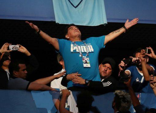 Maradona tampil sangat emosional selama pertandingan di St Petersburg tersebut.. (Foto: Reuters/Al Jazeera)