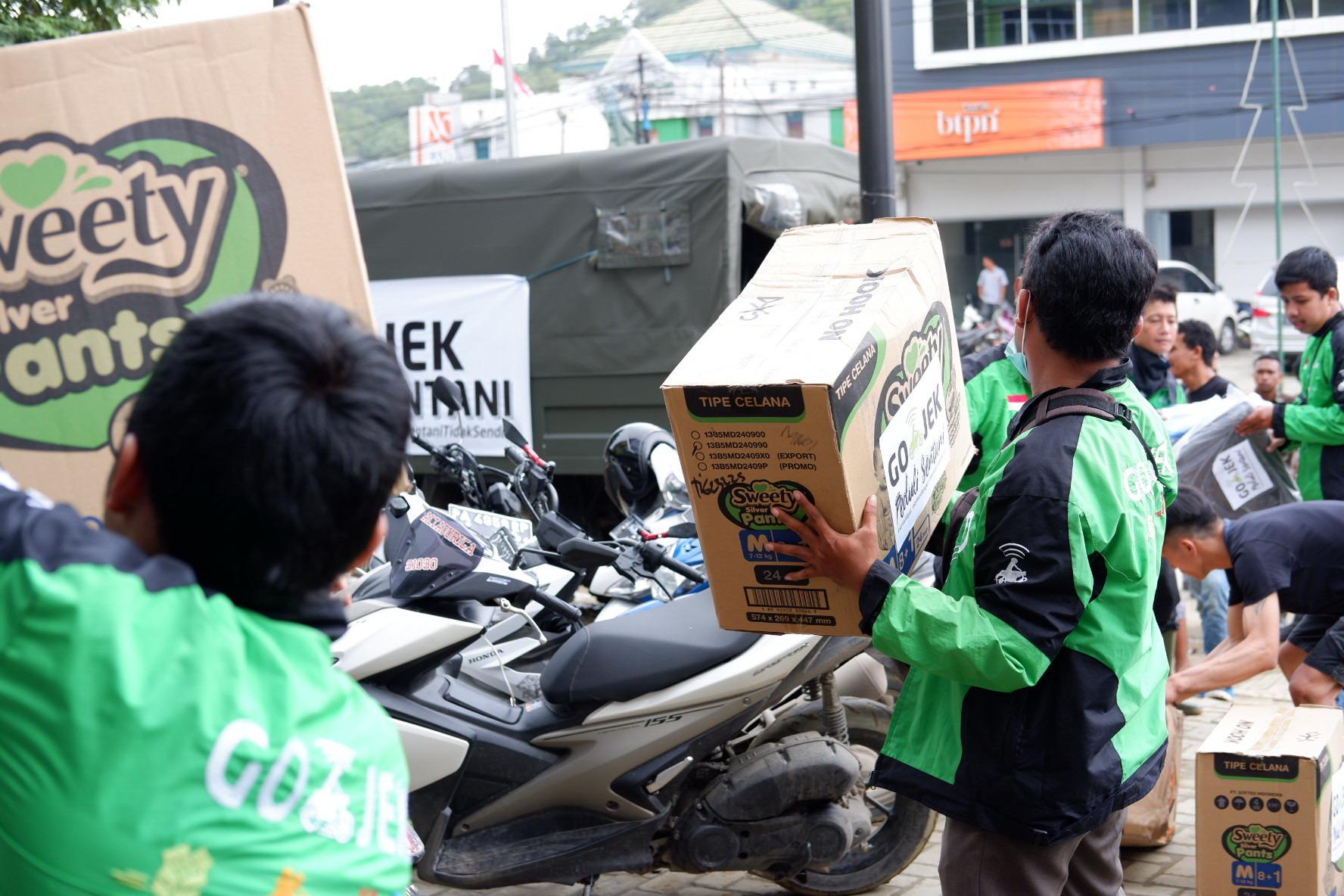 Gojek distribusikan tujuh ton bantuan ke Sentani — Mimbar ...