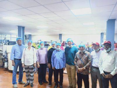 Adrianto (paling kiri) saat menerima kunjungan warga Indonesia.