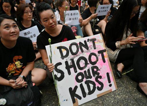 Para pengunjuk rasa menghadiri 'Rapat Anti-Ekstradisi di Hong Kong', sebagai protes terhadap tindakan polisi kota dalam demonstrasi baru-baru ini terhadap usulan RUU ekstradisi. Foto diabadikan di Hong Kong pada 14 Juni 2019.(Foto: AFP/France24)