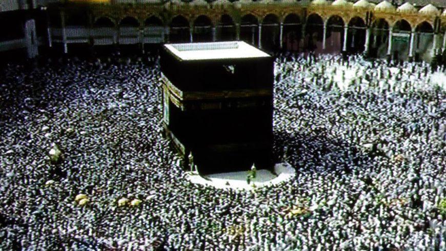 Tawaf di Masjidil Haram Makkah, Minggu (18/8)