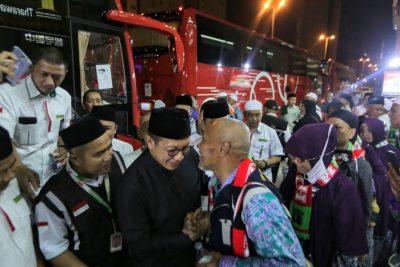 Menteri Agama Lukman Hakim Saifuddin ketika melepas jamaah yang akan pulang ke tanah air.(Foto: Website Kemenang)