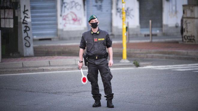 Italia yang memberlakukan batasan (penguncian) ketat sejak beberapa minggu lalu untuk mengekang penyebaran virus corona berencana memperlonggar kuncian mulai 4 Mei.(Foto: EPA/BBC News)